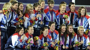 Great Britain's women's hockey team with their bronze medals.