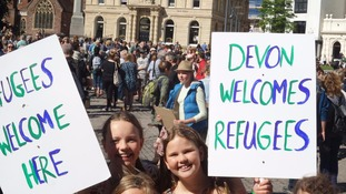 Hundreds gather in Exeter to support refugees
