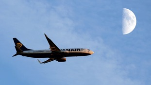 Ryanair told to pay compensation for delays or face legal action
