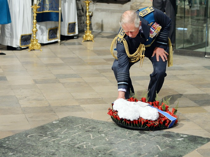 Książę Karol w Opactwie Westminster / Księżniczka Eugenie na pokazie mody w Nowym Jorku + więcej.