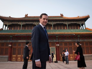 George Osborne standing in front of the Chinese Prime Minister's office