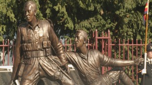Statue honouring Trooper Fred Potts