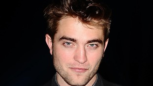 Robert Pattinson avoids talking about Kristen Stewart