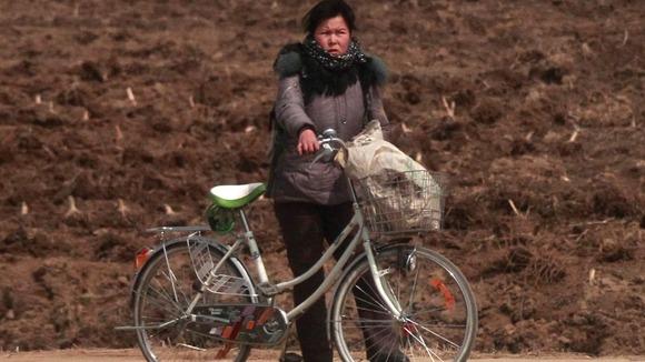 ¿Es verdad que en Corea del Norte las mujeres no pueden andar en bicileta? Article_410a30c58e654ced_1345175148_9j-4aaqsk