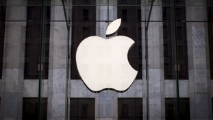 Apple has withdrawn hundreds of apps from its App Store over a privacy breach.