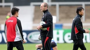 Steve Borthwick (centre) coaching Japan.