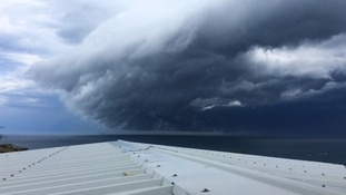 Incredible timelapse video shows Sydney 'tsunami cloud'