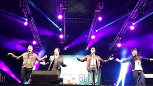 Boyband Blue switch on Cribbs Christmas lights