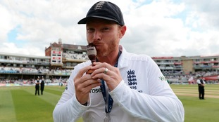 England's Ian Bell celebrates his teams series victory during day four of the Fifth Investec Ashes Test at The Kia Ova