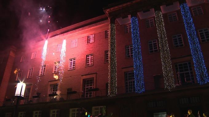 YouTube stars turn on Norwich Christmas lights   Anglia - ITV News