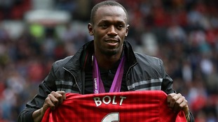 Usain Bolt with his Manchester United jersey