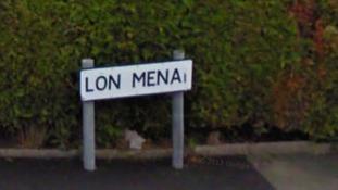 Lon Menai