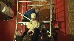 The bust of Burns being moved before refurbishment