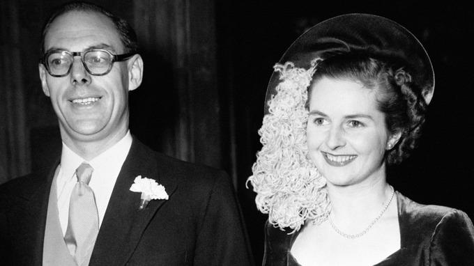 Margaret Thatchers Wedding Dress Sells For GBP25000
