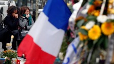 People pay tribute to Paris victims