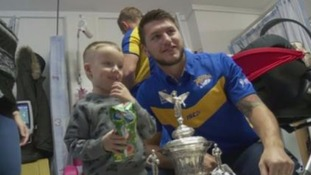 Leeds Rhinos bring Christmas cheer to LGI children's ward
