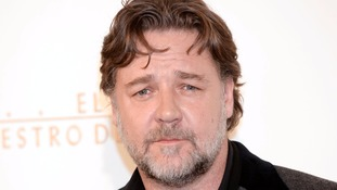 Russell Crowe hits out at Virgin Australia's hoverboard ban