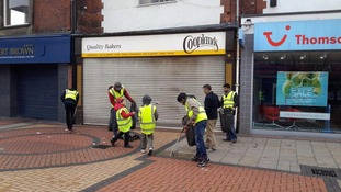Ahmadiyya Muslim Youth Association (AMYA) cleaning the streets in Yorkshire