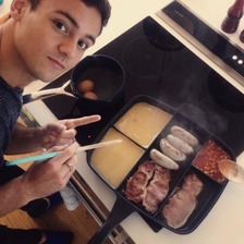 Tom Daley cooking breakfast in segmented pan