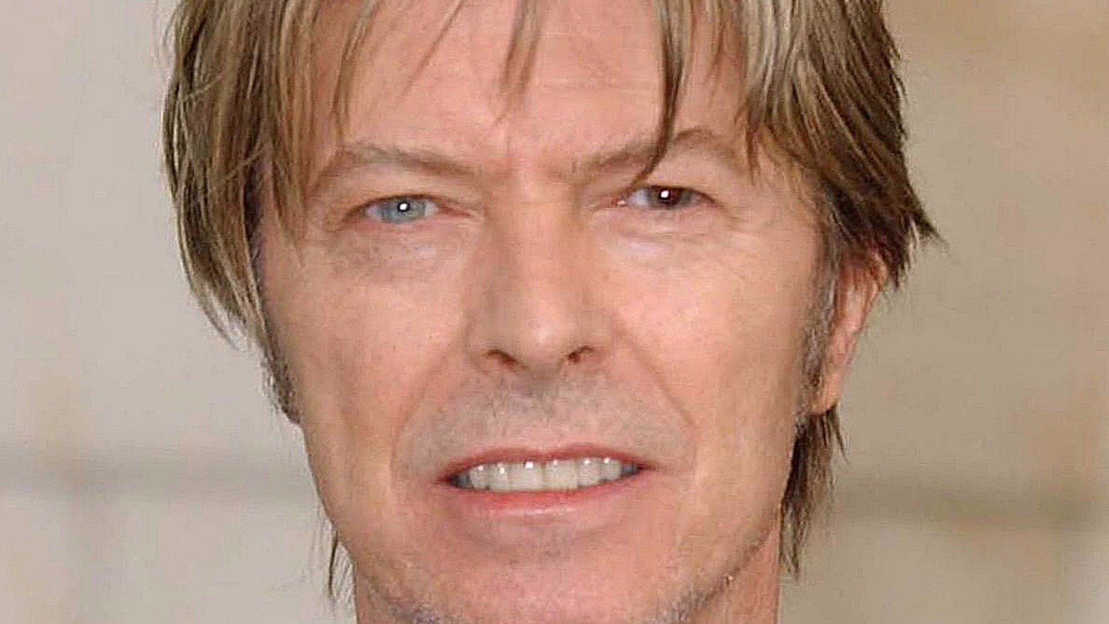 the mystery of david bowie 39 s different coloured eyes and a fight with a sussex artist meridian. Black Bedroom Furniture Sets. Home Design Ideas