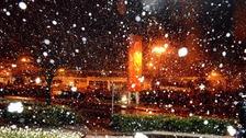 Heavy snow falls in Ipswich last night.