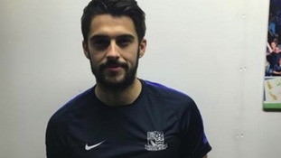 Stephen Hendrie has agreed to join Southend United on loan.