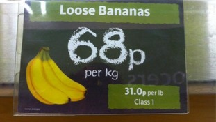 Supermarket price sign of bananas