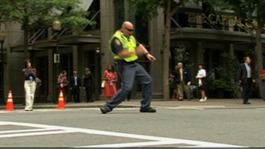 Dancing traffic cop entertains motorists in North Carolina