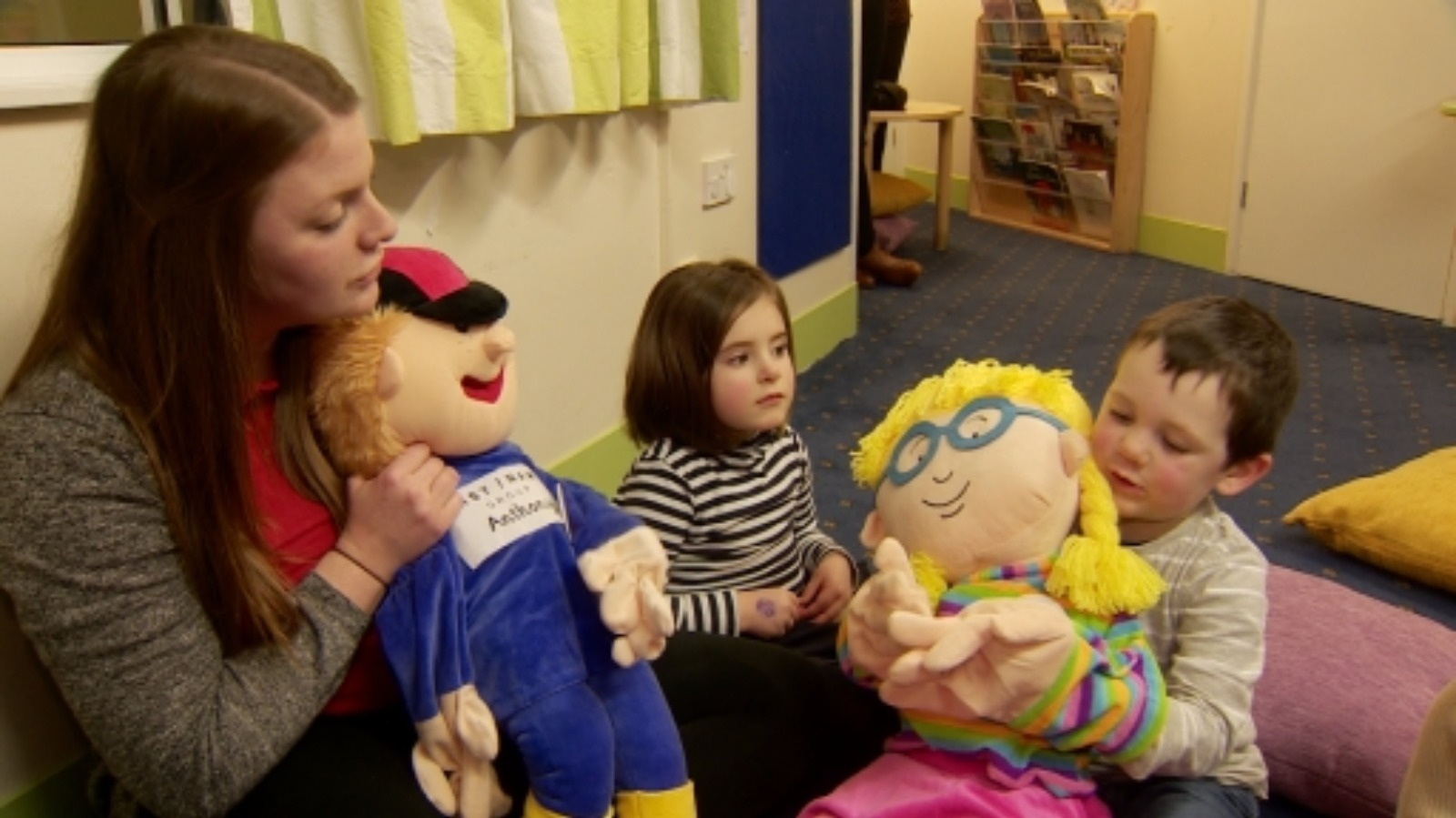 Children use puppet power to learn sign language