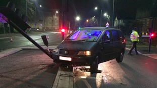 The Volkswagen Sharan vehicle collided with a traffic light
