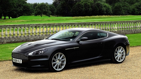 007's Aston Martin is expected to fetch between £100,000 and £150,000.