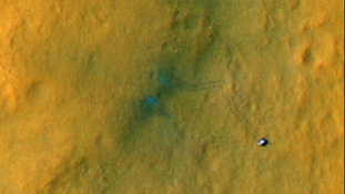 Mars rover Curiosity leaves tracks large enough to be seen from space