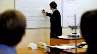 English schools 'struggling to recruit headteachers'