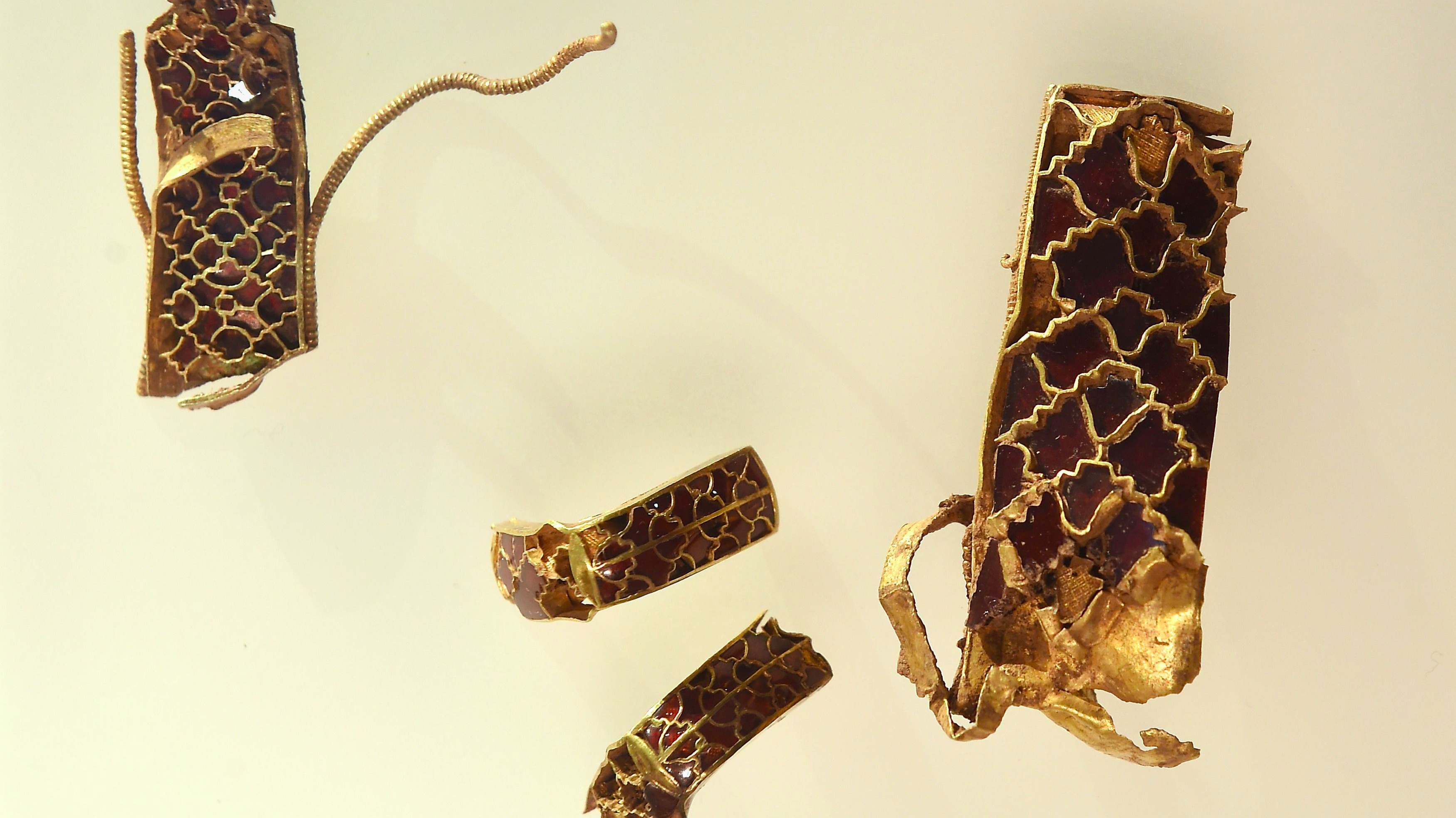 Anglo-Saxon gold from Staffordshire Hoard to go on UK-wide tour