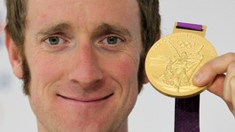 Bradley Wiggins with Olympic gold medal