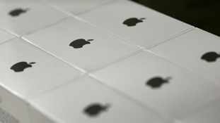 Apple recall plugs over 'electric shock' fears