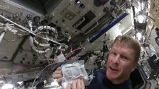Astronaut Tim Peake shows us how to cook scrambled eggs in space