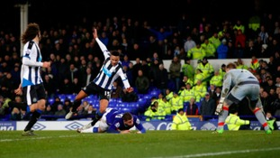 Newcastle United's Jamaal Lascelles brings down Everton's Ross Barkley (centre) to concede a penalty