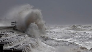 Travel alerts as south east prepares for 80mph winds