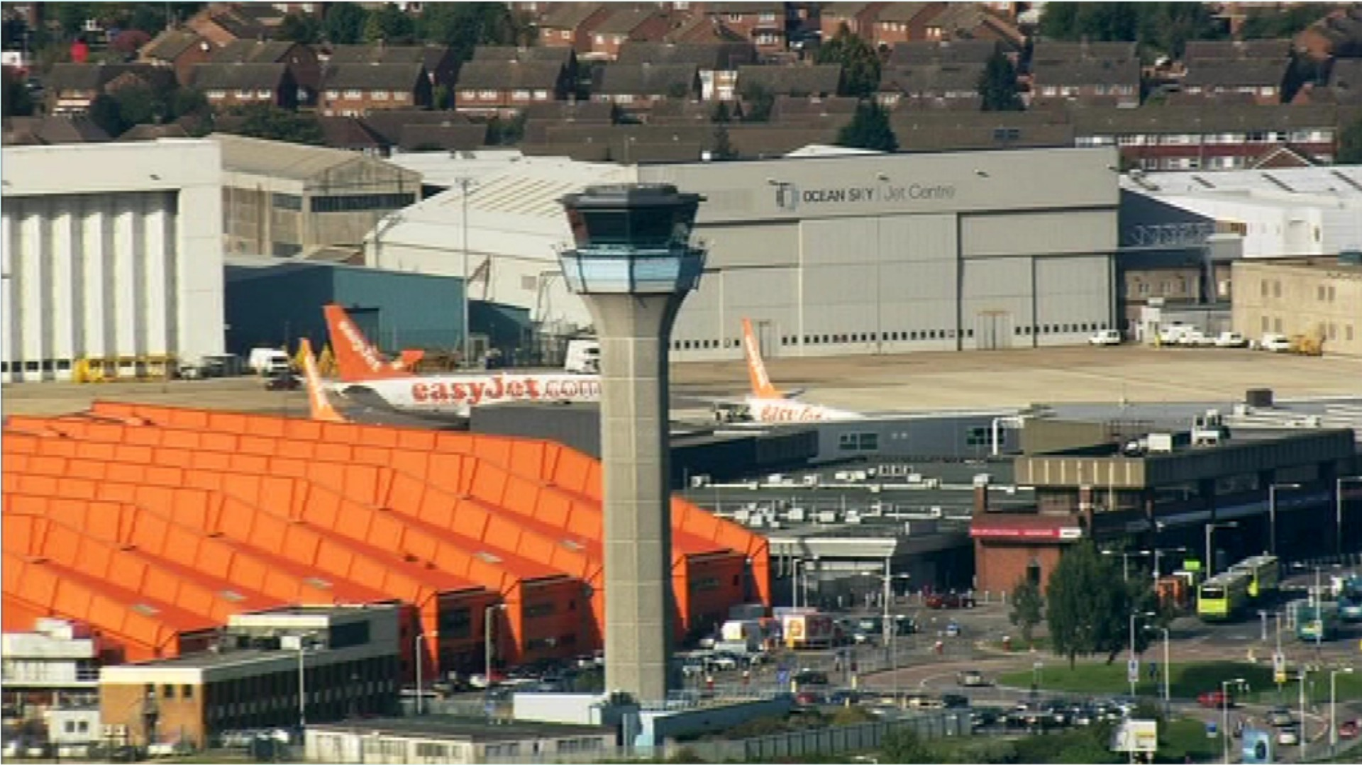how to get to luton airport from london
