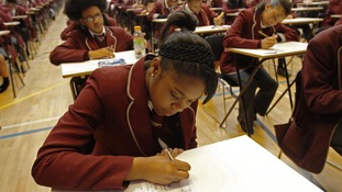 Ofqual defends English GCSE results