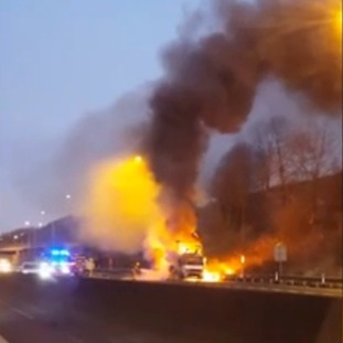 Lorry caught fire on the M62
