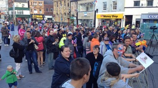 Crowds in Mansfield