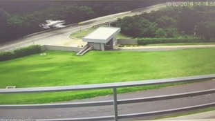 The plane performed the landing on a Brazilian road.