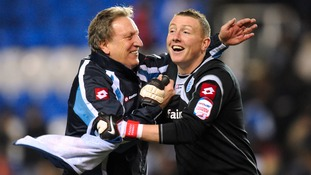 Neil Warnock signs Paddy Kenny for fifth time