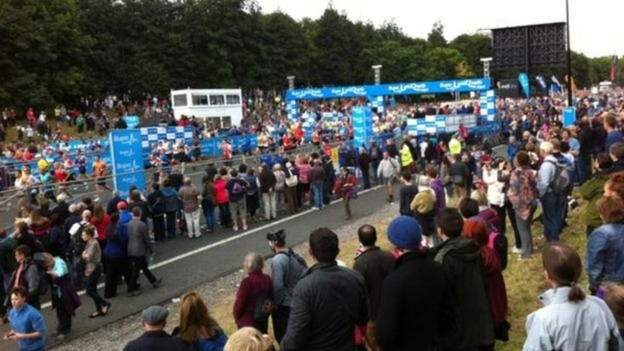 Thousands of people watch the annual half marathon today from Newcastle to South Shields.