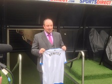 Rafael Benitez holding a Newcastle shirt with his name on