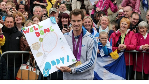 Andy Murray with a well done card given to him during his walkabout