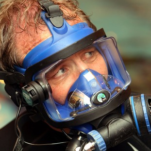 Robson Green when he dived with Tyneside SAC at the Gun Rocks project