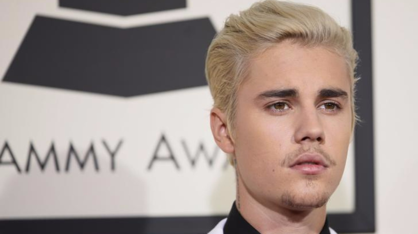 Unhappy justin bieber stops draining fan meet and greets itv news m4hsunfo